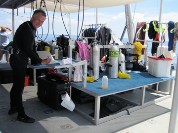 Dive benches on the main deck of R/V MANTA
