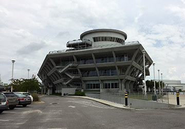 Outside view of the GulfQuest museum from the main parking area