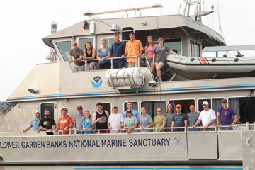 Group photo of students and crew on the port side of R/V MANTA